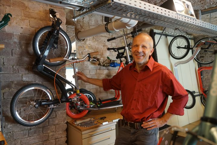 Ullman in seiner Werkstatt