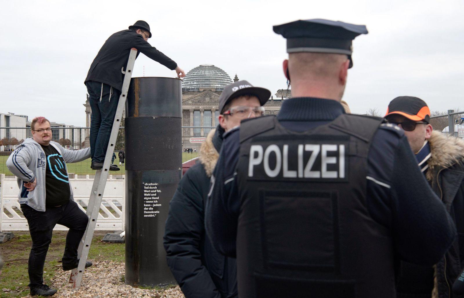 Berlin/ Denkmal/ Aktivisten