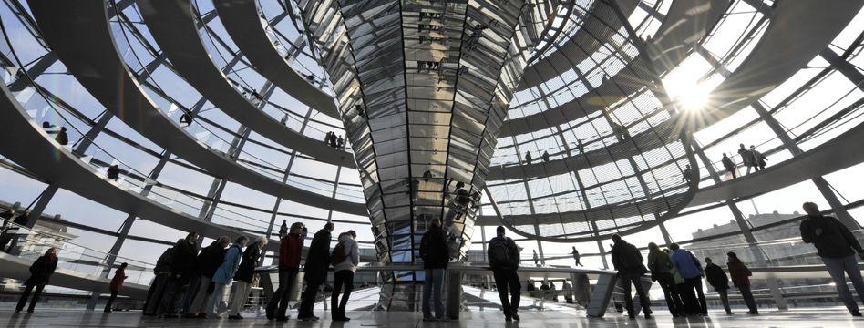Terrorwarnungen: Polizei sperrt Reichstagskuppel für Besucher