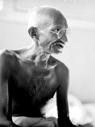 Ausgesprochen kritische Darstellung: Mahatma Gandhi