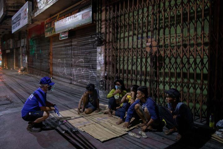 Priester hilft Obdachlosen in Manila: Widerständler erschießen