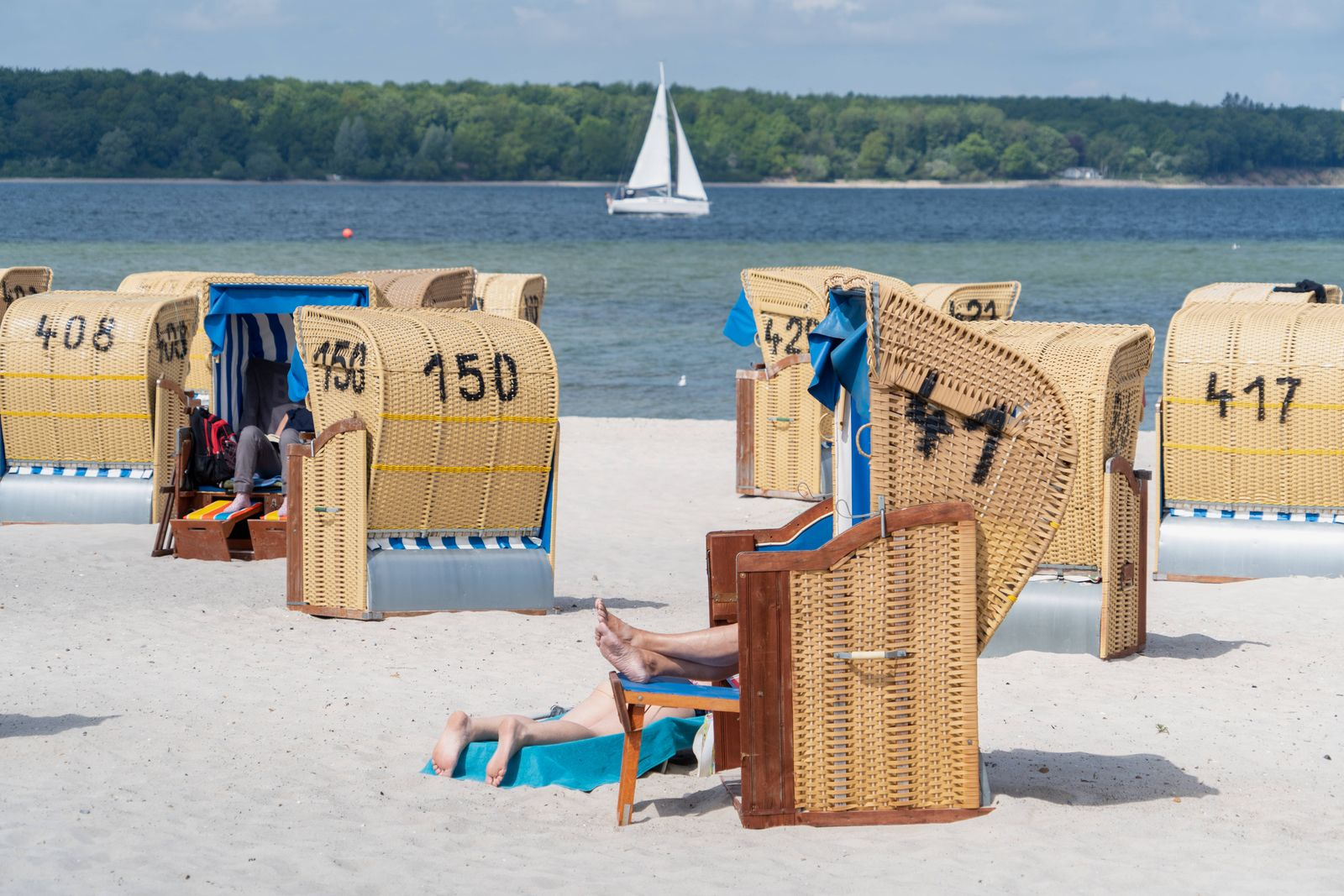Schleswig-Holstein bereitet sich auf die Feriensaison vor Strandszene in Laboe an der Kieler Förde -;Schleswig-Holstein