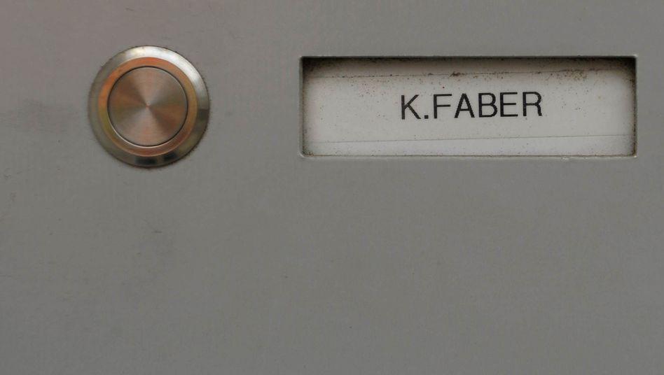 50 Jahre lang lebte Faber unbehelligt in Bayern: Sein Klingelschild in Ingolstadt