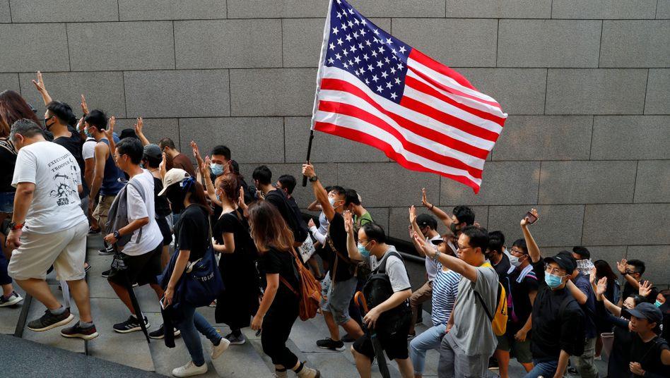 Protestierende in Hongkong auf dem Weg zum US-Konsulat: Gesetze als Zeichen parteiübergreifender Einigkeit