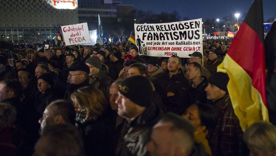 """Pegida-Demonstration in Dresden: """"Verteidigung des Abendlands"""""""