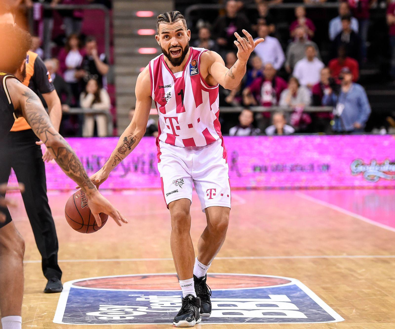 Sport Bilder des Tages easyCredit BBL, Telekom Baskets Bonn vs. MHP RIESEN Ludwigsburg, 12.02.2020 Joshiko Saibou (Telek