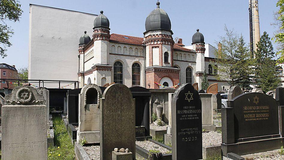 """Jüdische Synagoge in Halle (Archiv): """"Das Ganze dauerte vielleicht fünf bis zehn Minuten"""""""