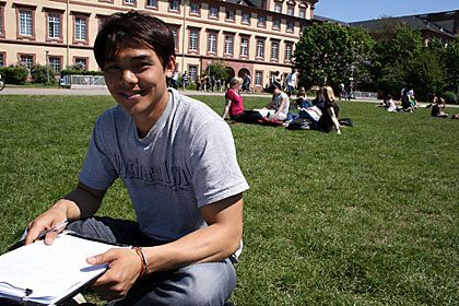 Gebührenscout: Hoang Ngon Dinh befragte Mannheimer Studenten