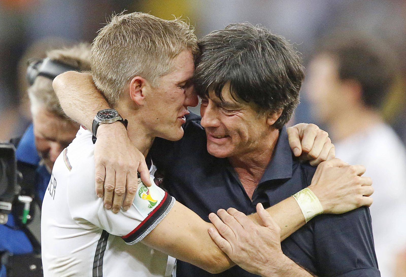 Bastian SCHWEINSTEIGER, DFB 7 DFB Bundestrainer Joachim Jogi Löw, LÖW,Traenen Umarmung Jubel DEUTSCHLAND FIFA Fussball