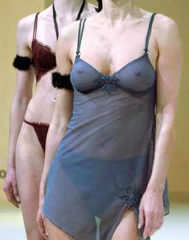 """Dessous-Models: """"Kleines Schurzfell"""""""