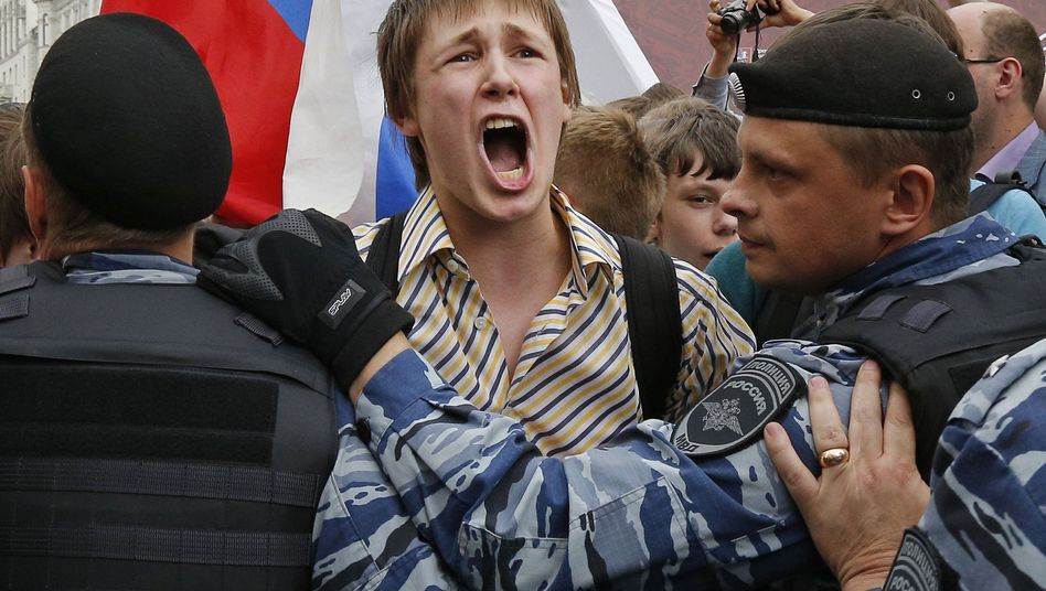 Demonstrant bei einer Protestaktion in Moskau