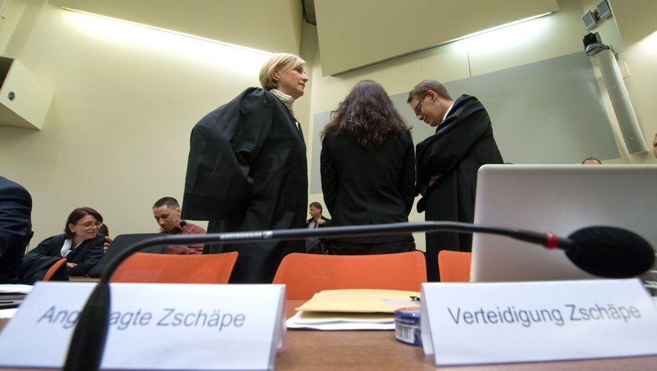 Zschäpe mit Anwälten: Intensives Interesse an Böhnhardts Aktivitäten