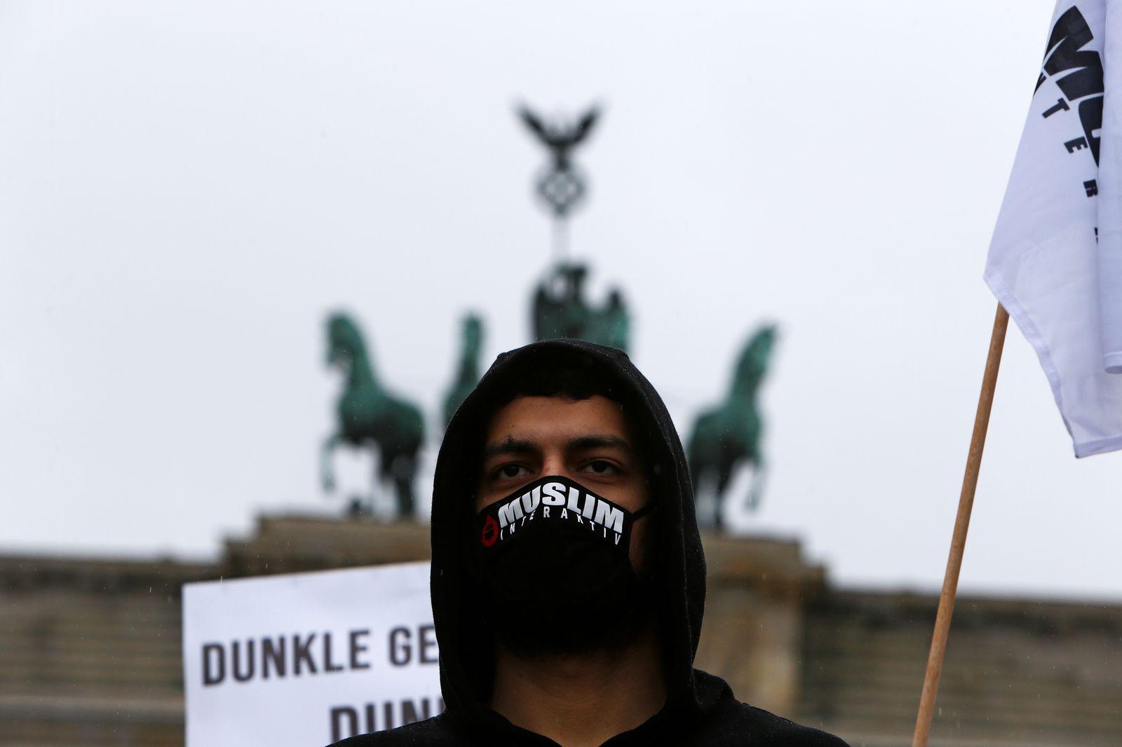 Protesters of the Muslim Interaktiv organisation demonstrate in Berlin