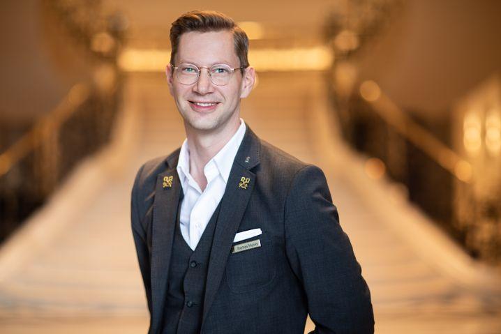 Thomas Munko, Concierge im Berliner Ritz-Carlton-Hotel