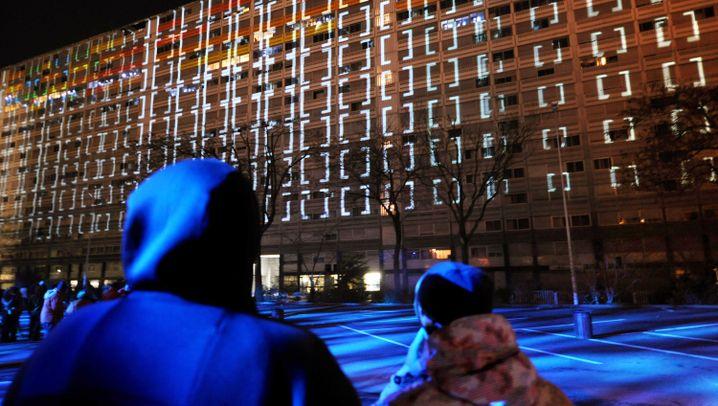 Lyoner Lichterfest: Kathedrale mit Augen