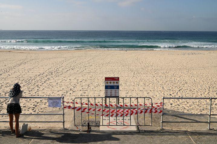 Gesperrter Bondi Beach im australischen Sydney (Bundesstaat New South Wales): Bis zu 11.000 Aus$ Geldstrafe drohen bei Fehlverhalten