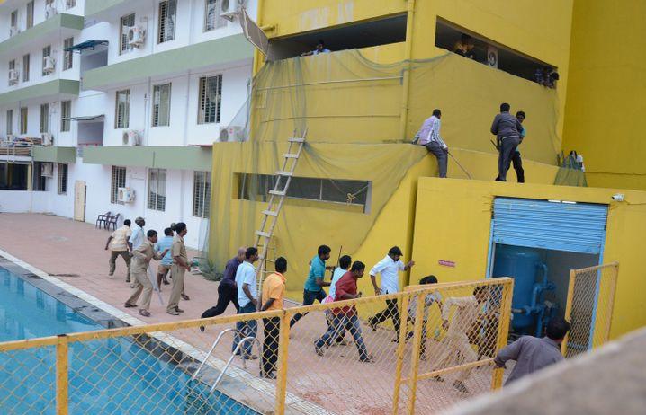 Flucht vor der Raubkatze (Aufnahme von Sonntag): Schule in Bangalore