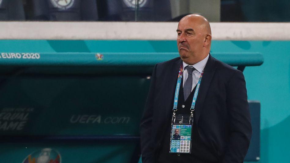 Russlands Trainer Stanislaw Tschertschessow beim 0:3 gegen Belgien