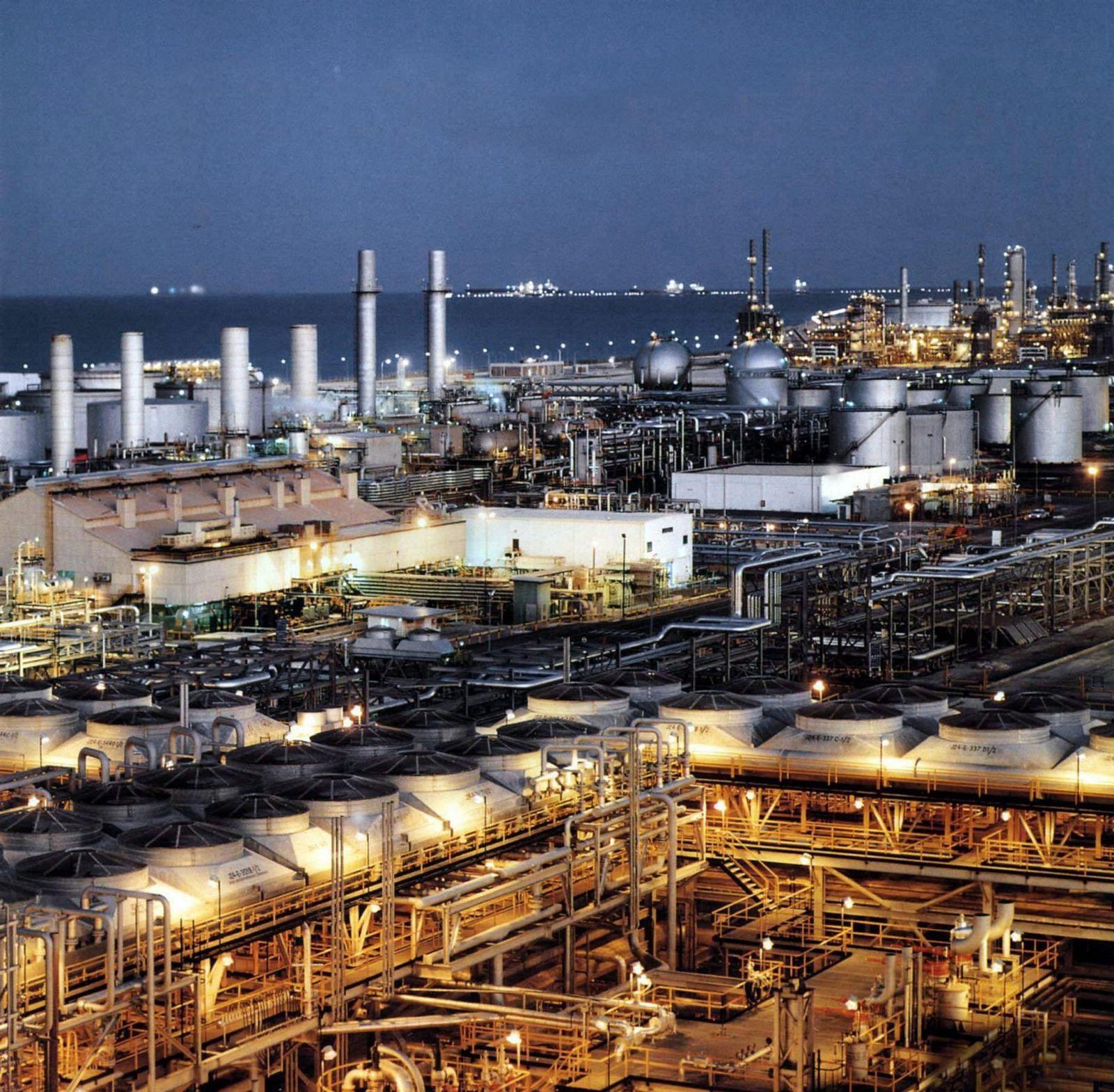 Ölpreis auf 14-Jahres-Hoch / Raffinerie in Saudi Arabien