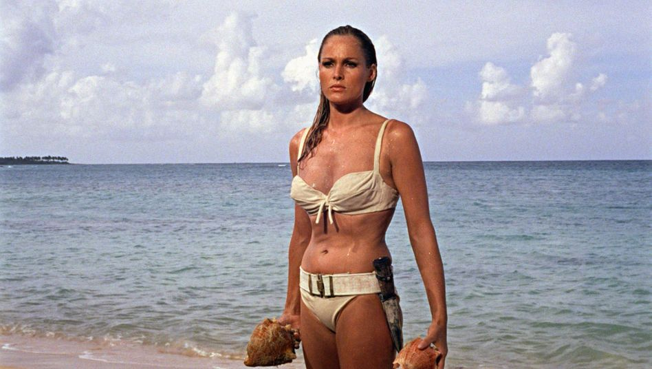 "Ursula Andress in ""James Bond 007 jagt Dr. No"" (1962)"
