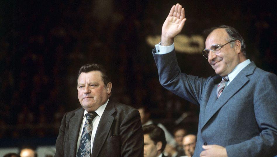 Kanzlerkandidat: Helmut Kohl (rechts) mit Franz Josef Strauß 1976 in München