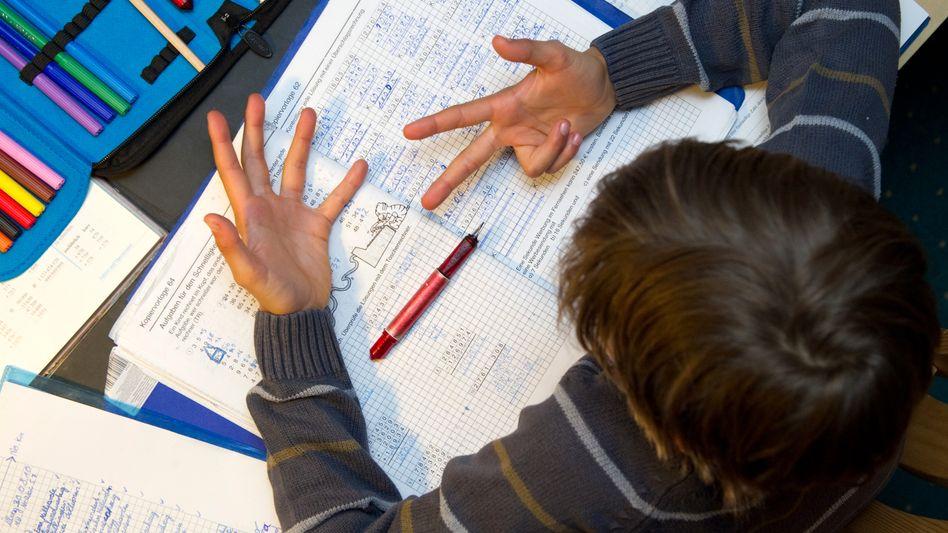 Wer es beim Lernen zu Hause besonders schwer hat, soll in Berlin zur Sommerschule (Symbolbild)