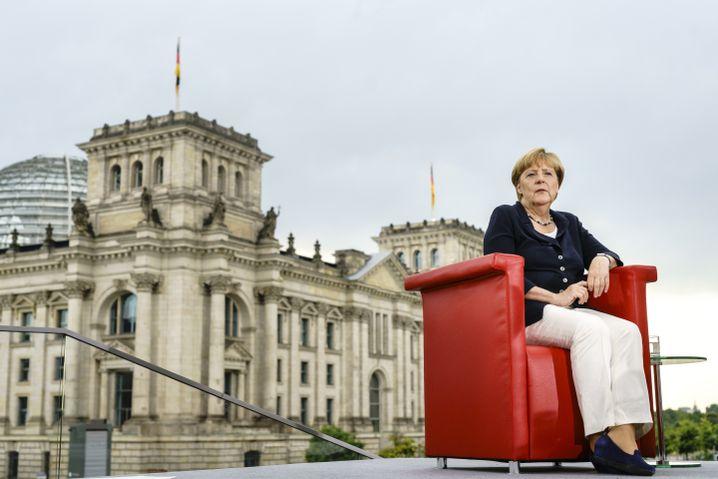 CDU-Vorsitzende Merkel (beim ARD-Sommerinterview am vergangenen Sonntag in Berlin): Schmaler Grat zwischen Prinzipientreue und Starrsinn
