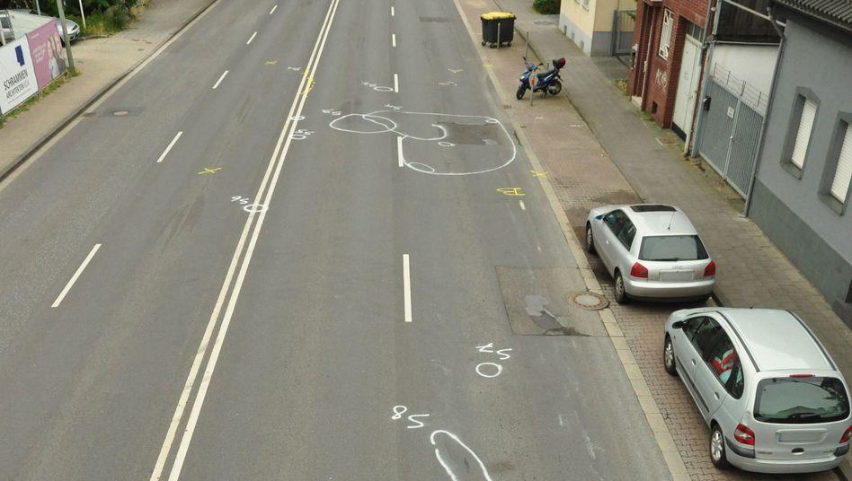 Markierungen der Polizei an der Unfallstelle