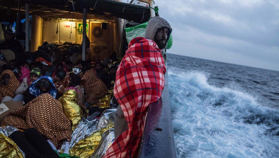 Gerettete Flüchtlinge im Mittelmeer
