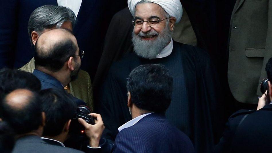 """Präsident Rohani im Parlament: """"Glorreicher Sieg"""" des iranischen Volkes"""