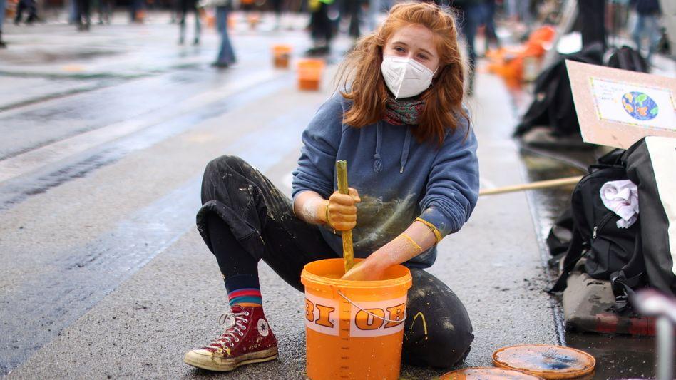 Eine Demonstrantin beim Fridays-for-Future-Protest in Berlin