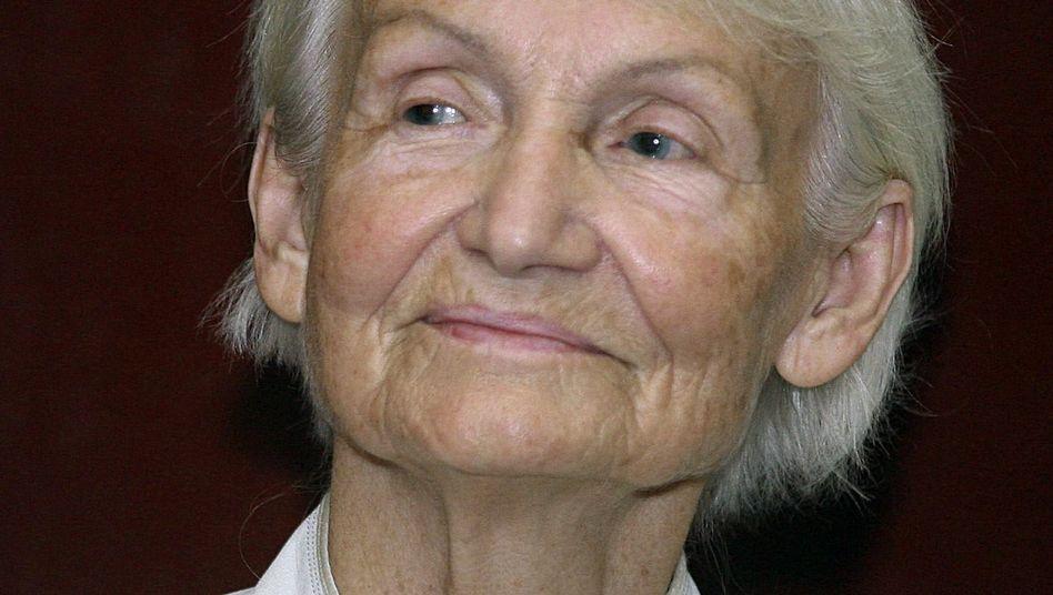Morgens SPIEGEL ONLINE, dann mit den Genossen an den Strand: Margot Honecker in Chile