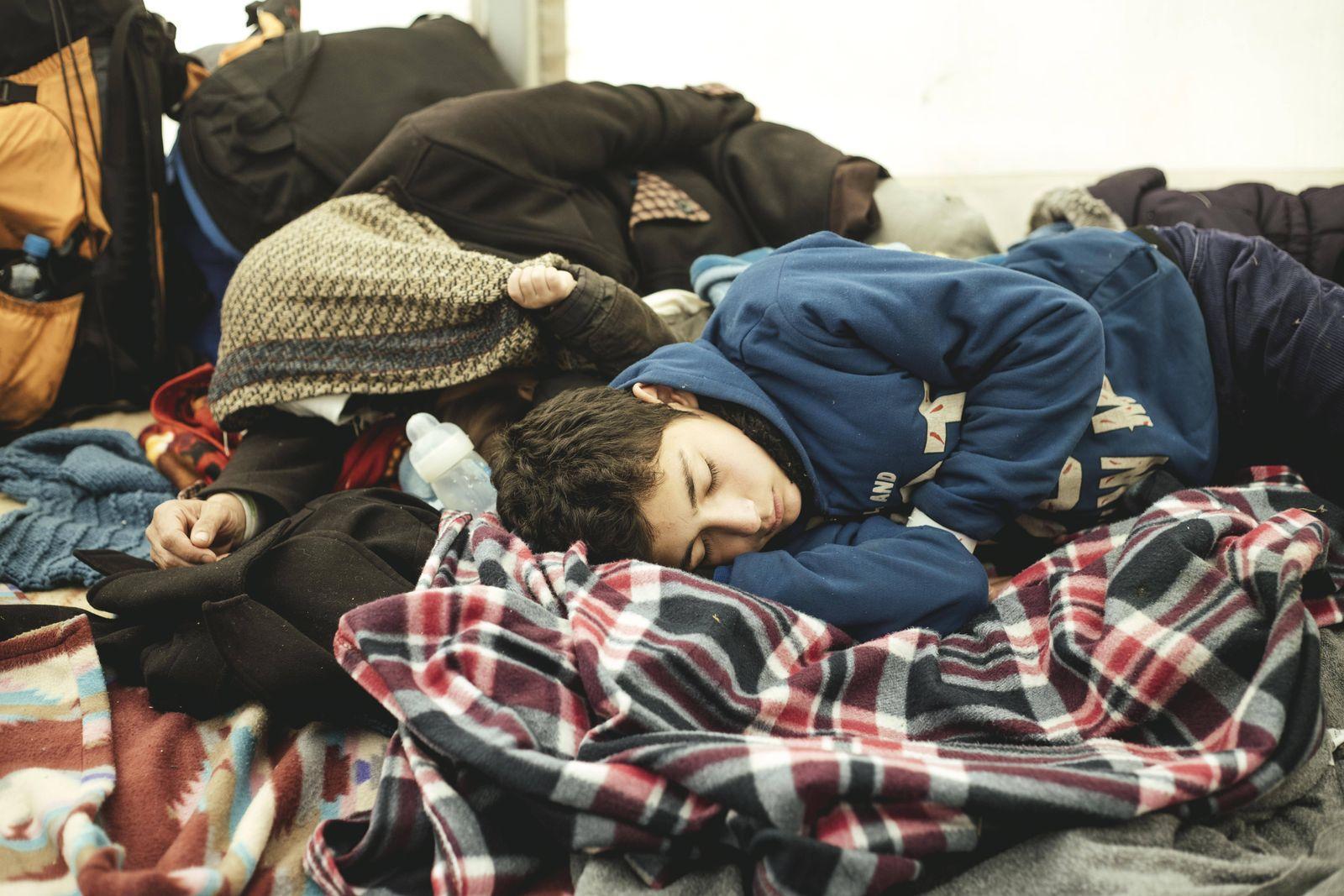 EINMALIGE VERWENDUNG Flüchtlinge/ Erstaufnahmeeinrichtung