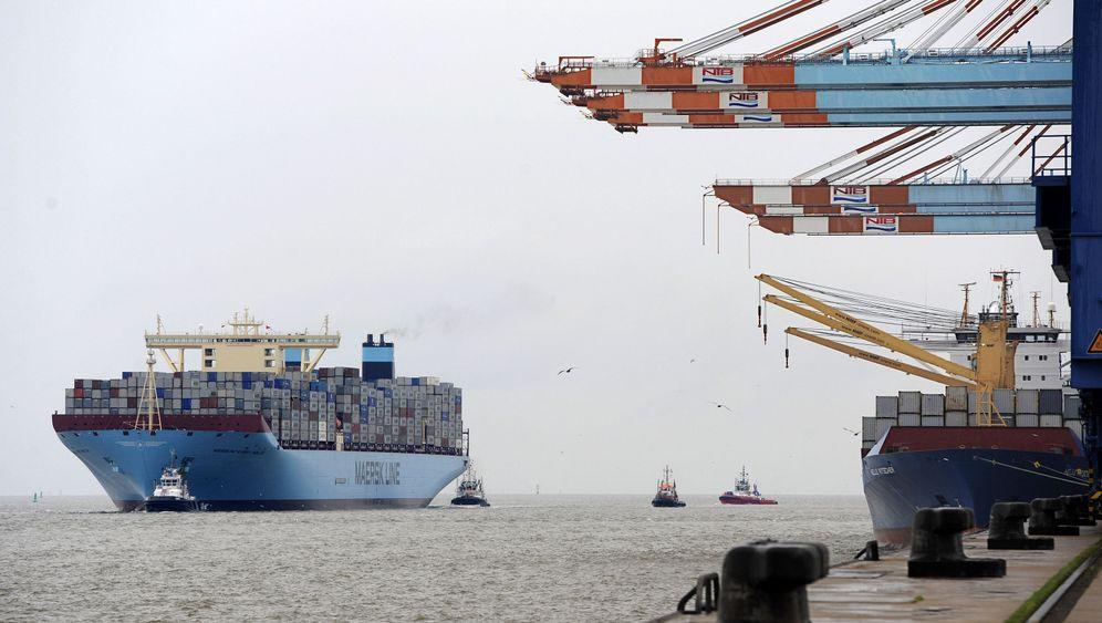 Bremerhaven: Weltgrößtes Containerschiff legt an