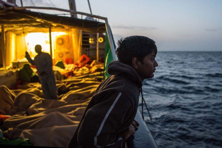 Vor Libyens Küste gerettete Flüchtlinge