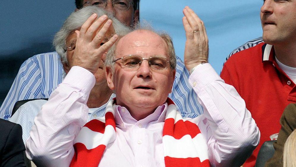 Frankfurt vs. Bayern: Hoeneß schwitzt, Schweinsteiger protestiert