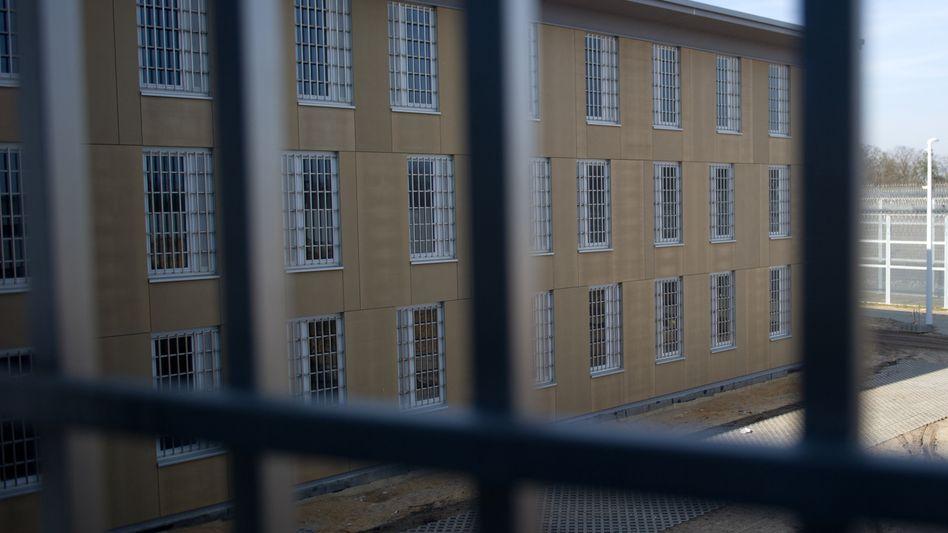 Blick aus einer Gefängniszelle (Archiv): Häftling soll nach 58 Jahren freikommen