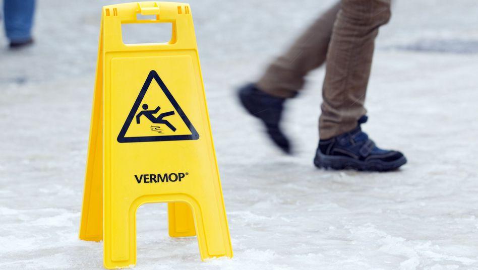 Vorsicht Rutschgefahr: Ein Warnschild ersetzt keine Bauvorschriften