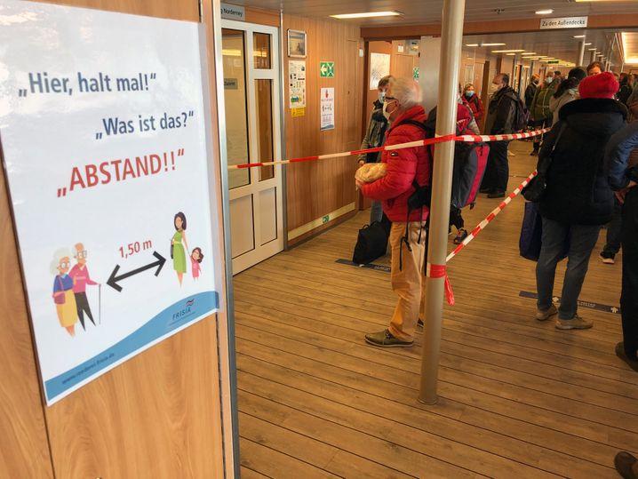 Fähre nach Norderney: Abstand und Maskenpflicht