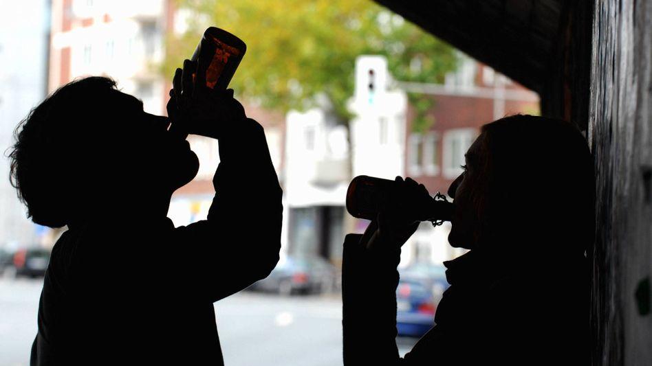 Jugendliche beim Biertrinken: Trauriger Spitzenreiter ist Mecklenburg-Vorpommern