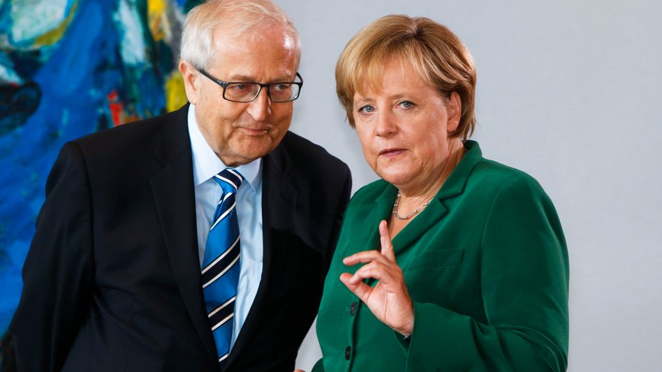 Wirtschaftsminister Brüderle, Kanzlerin Merkel: Schwarz-gelbes Harmonieschauspiel