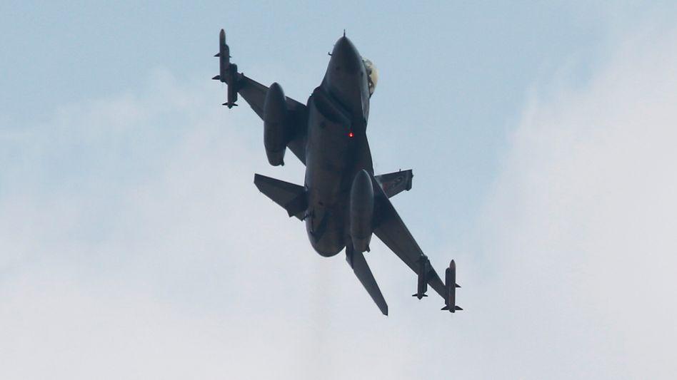 Neue Luftschläge, neue Festnahmen: Türkei setzt Angriffe auf PKK fort - juristisch und militärisch