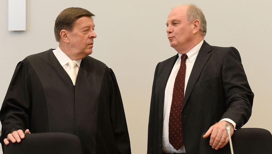 """Steuerhinterzieher Hoeneß (r.), Anwalt Feigen: """"Privates von innen nach außen gekehrt"""""""