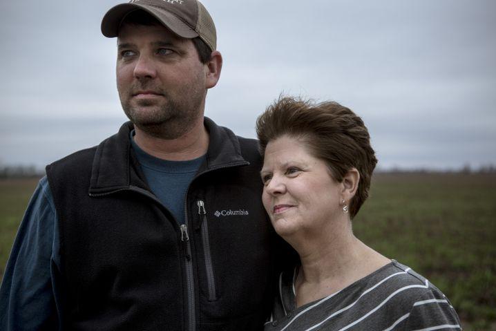 Sohn Bradley, Mutter Karen Wallace