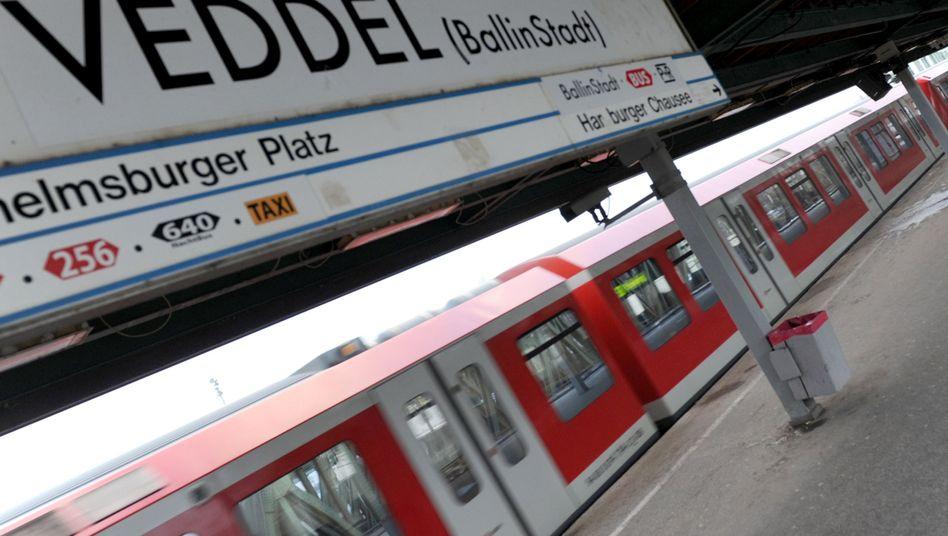 Hamburger S-Bahnstation Veddel: Tritte zu Silvester