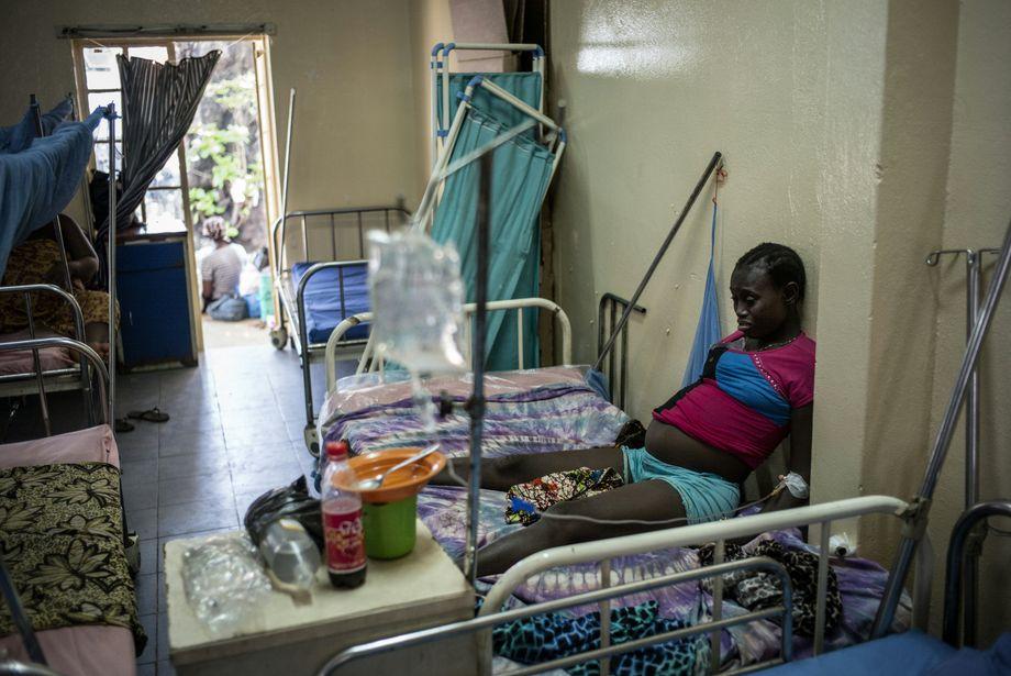 Eine Schwangere kurz vor der Geburt in Freetown: Viele junge Frauen werden von ihrer Familie verstoßen und können nicht zurück in die Schule, wenn sie Kinder bekommen