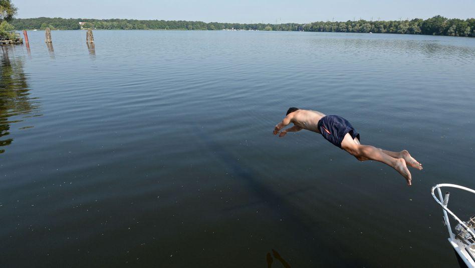 Sprung ins Wasser (Symbolbild)