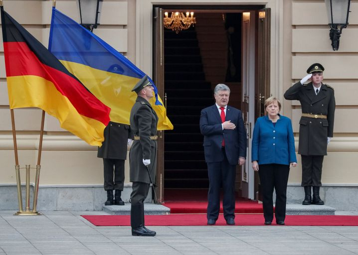Angela Merkel auf Ukraine-Besuch (neben Präsident Petro Poroschenko)