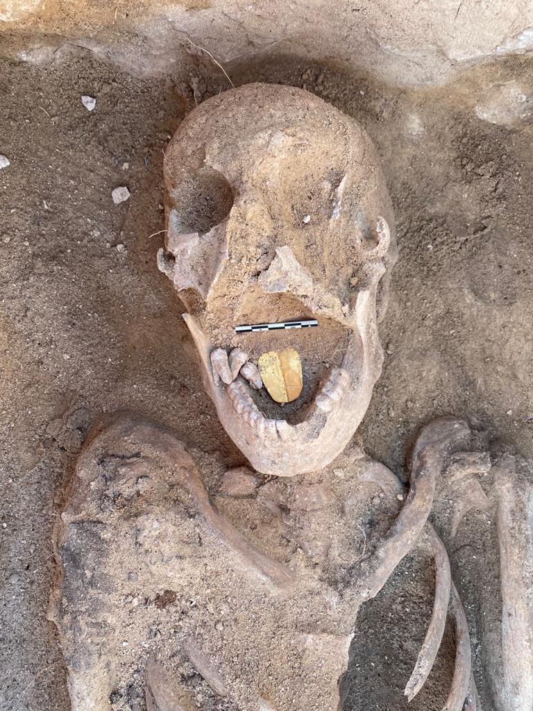 Mumien mit Amuletten im Mund entdeckt