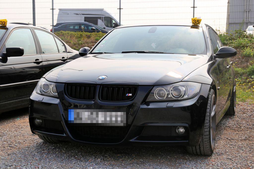 EINMALIGE VERWENDUNG Luxus-Autos/ Sozialbetrug